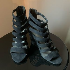 9.5 Guess Black Fabric Heels
